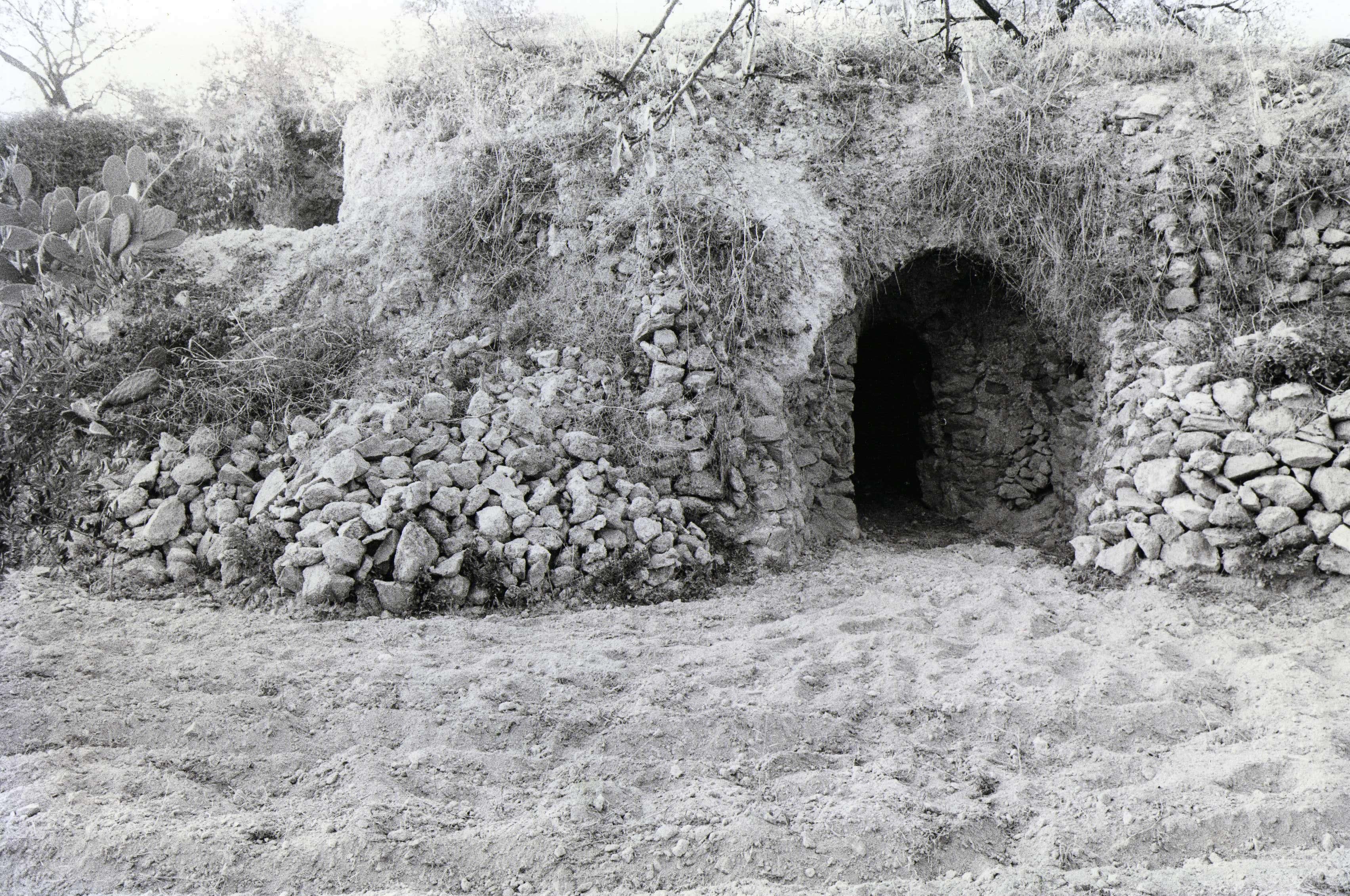 Antico ingresso di miniera di zolfo