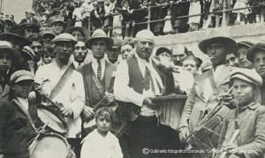 20-Tamburini-davanti-al-sacrato-della-chiesa